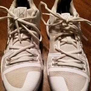 Nike Kyrie 3 GS 'White Chrome' Big Boys'